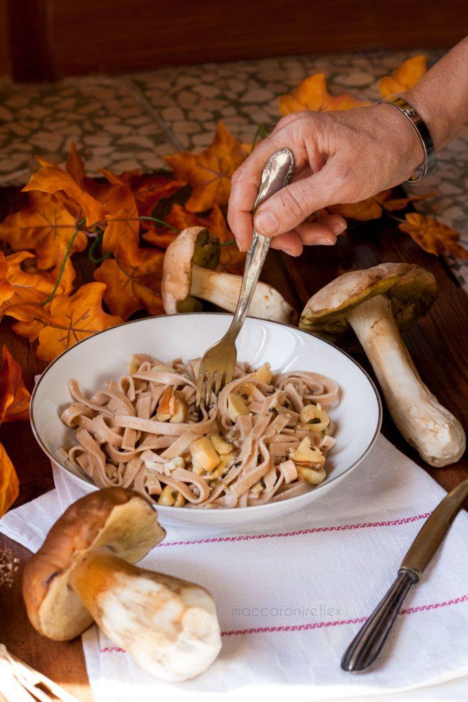 Tagliatelle di castagne ai funghi porcini