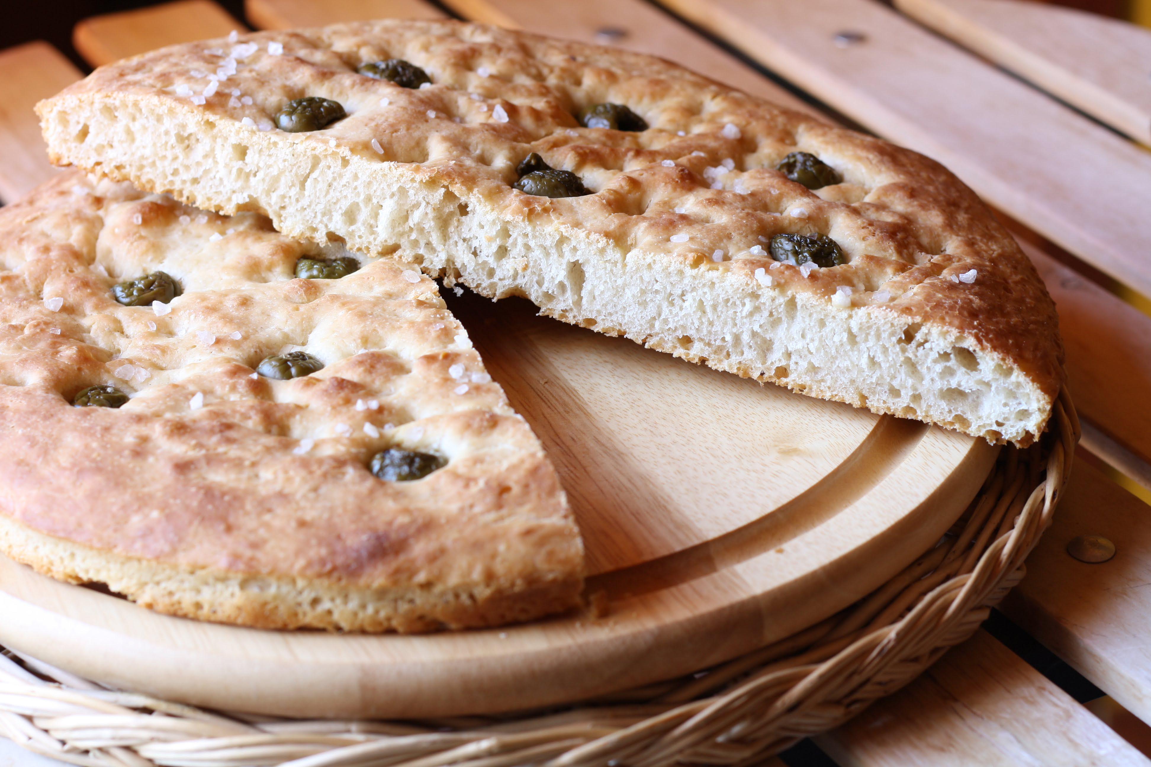 Focaccia di farro con olive