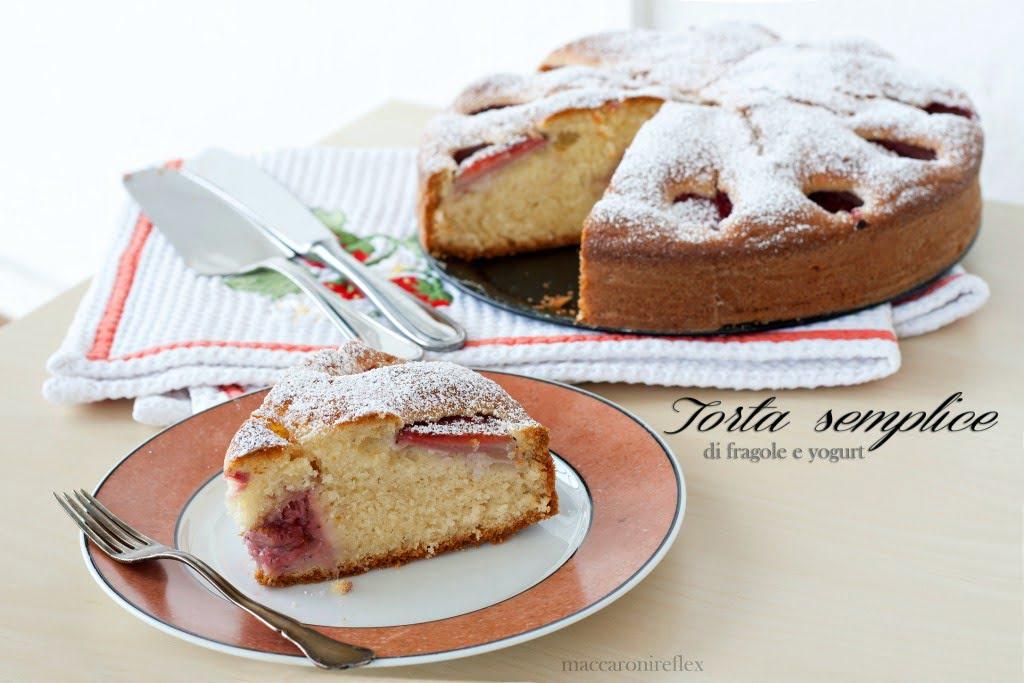 torta semplice di fragole e yogurt