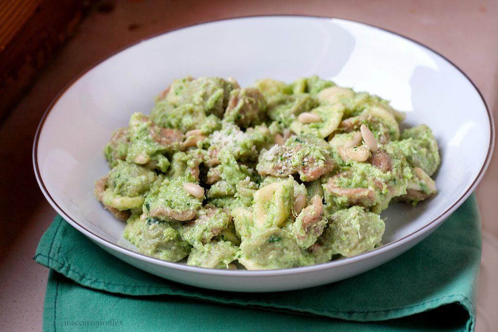Pasta con pesto di broccoli e pinoli
