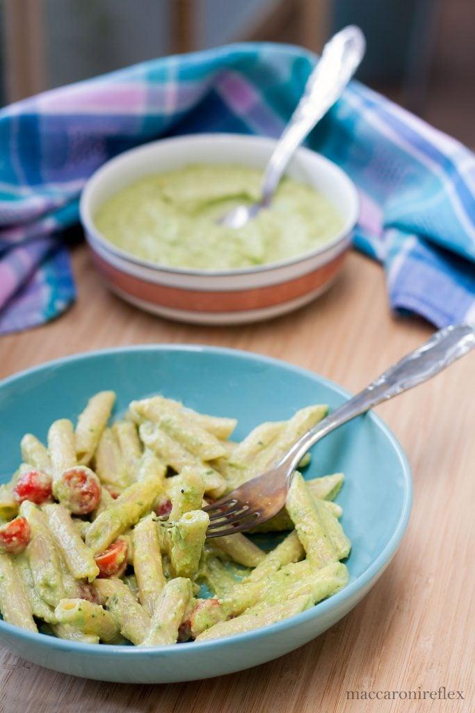 pasta Pesto di avocado e zucchine