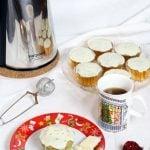 Muffin al tè matcha con tè speziato natalizio
