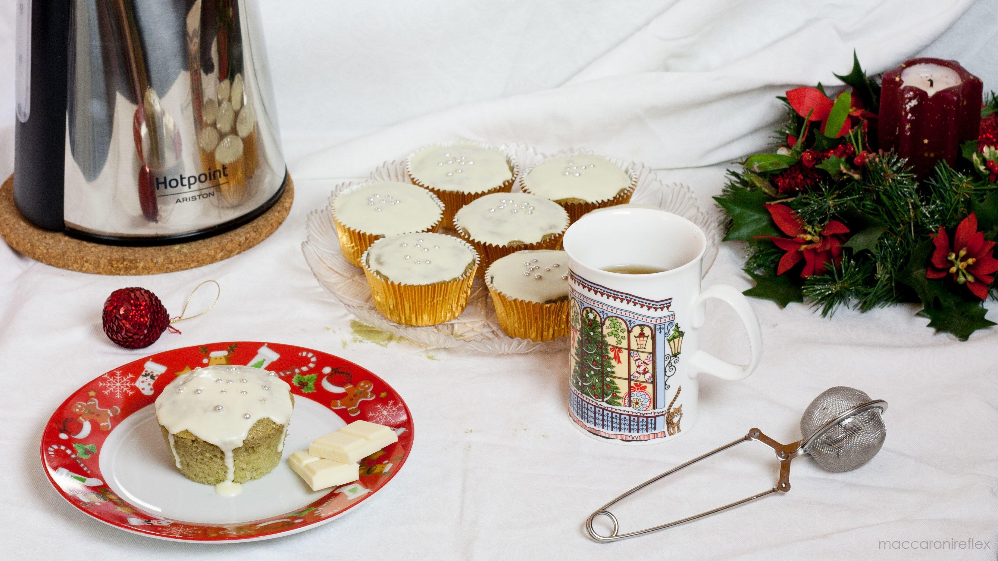Muffin al matcha con tè speziato natalizio