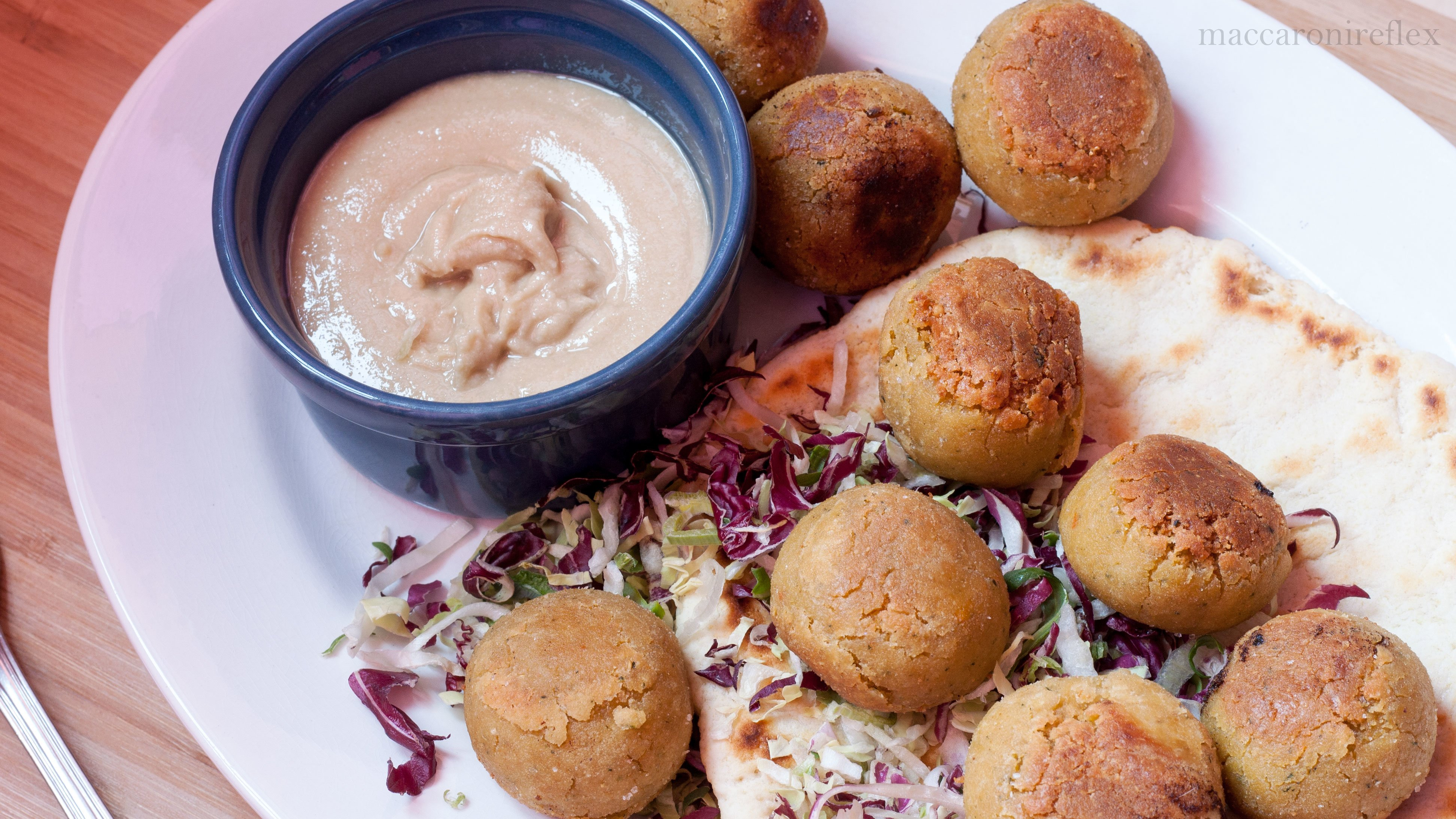 Falafel di ceci e quinoa con salsa tahin