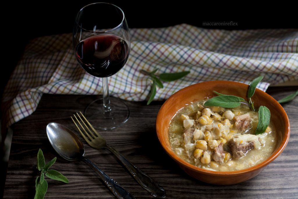 Zuppa di ceci e costine di maiale