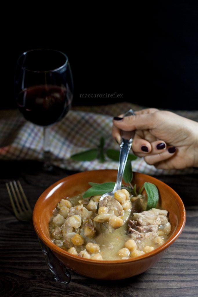 Zuppa di ceci e costine di maiale: ricetta tradizionale