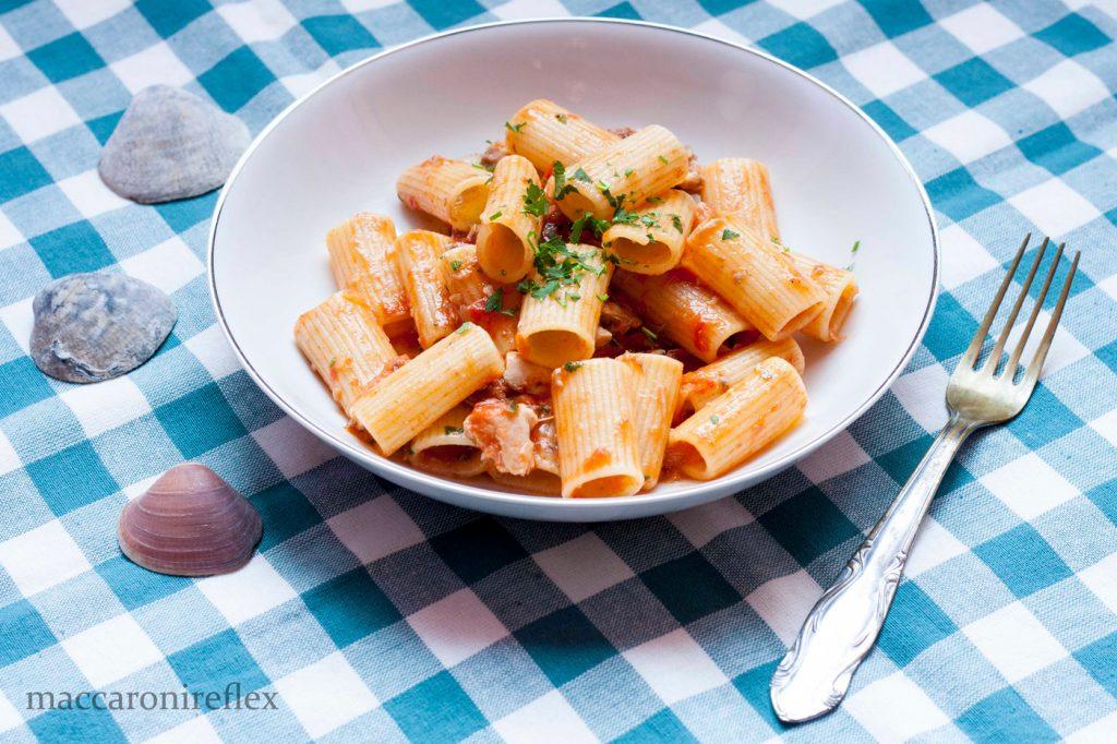 Rigatoni al sugo di sgombro - piatto a base di pesce a Cesenatico