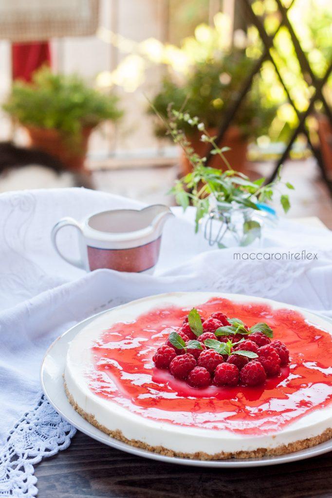 Cheesecake con ricotta e yogurt greco con lamponi