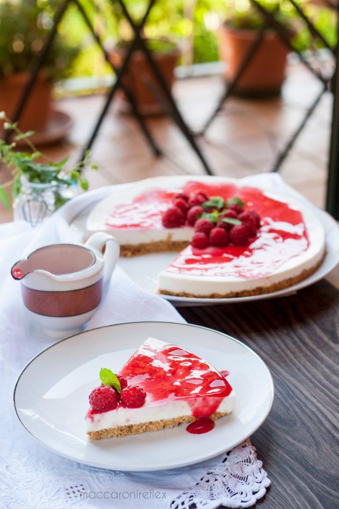 Cheesecake ricotta e yogurt greco con lamponi: ricetta estiva