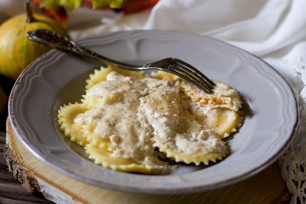 Ravioli di zucca e ricotta con salsa alle noci - delicati e profumati