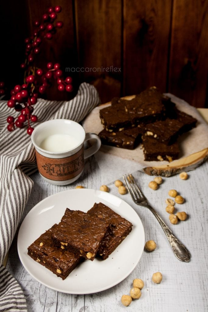 Brownies al cioccolato e nocciole - ricetta semplice e veloce
