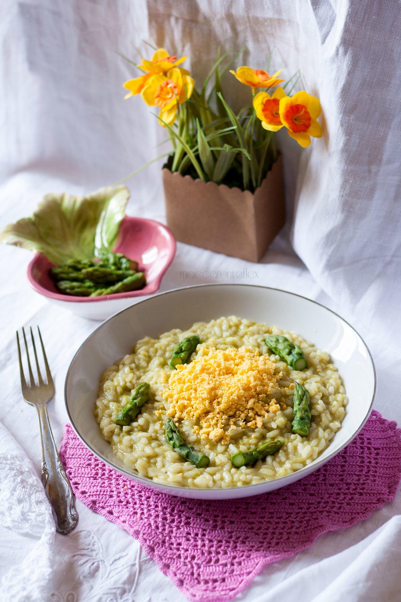 Risotto mimosa con uova e asparagi