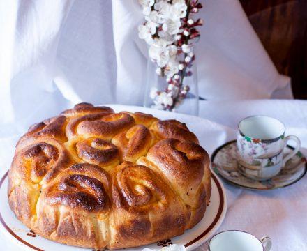 Torta di rose con marmellata di albicocche