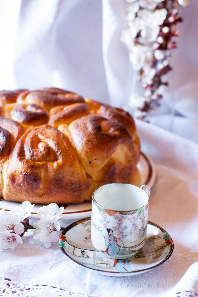 Torta di rose con marmellata d'albicocche - dolce lievitato