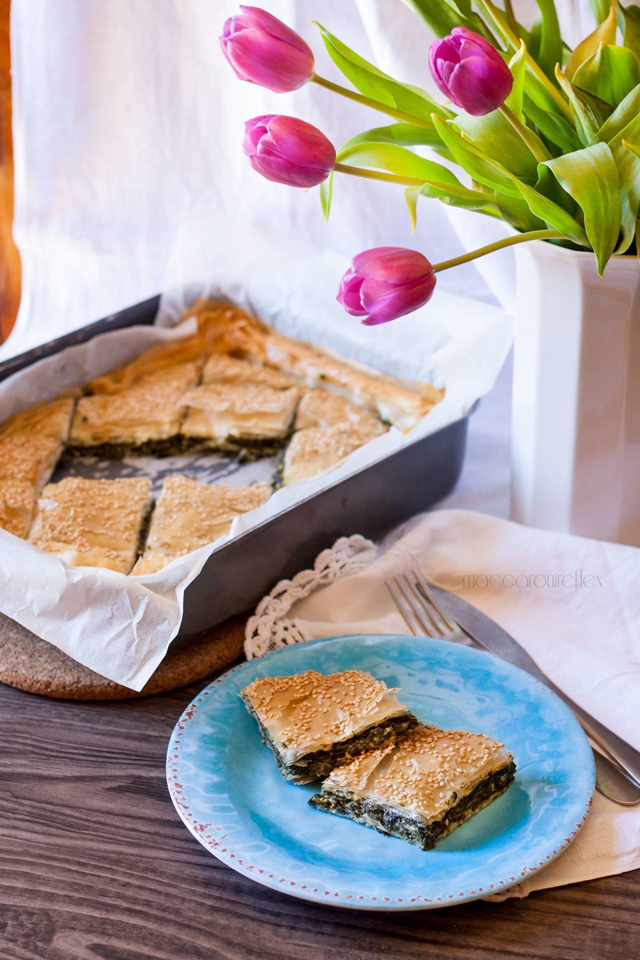 Spanakopita, torta greca con spinaci e feta
