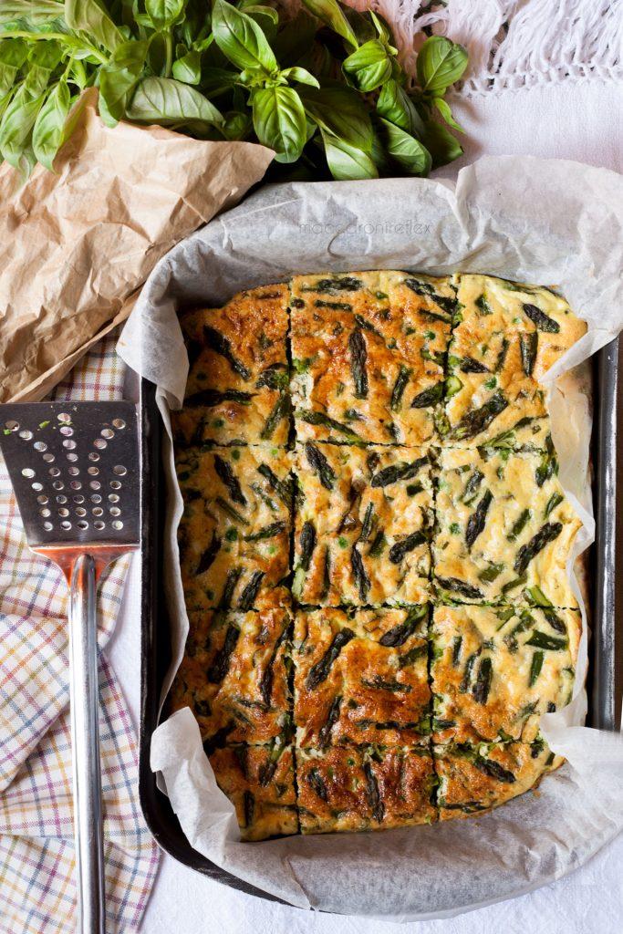 Frittata al forno con asparagi e piselli