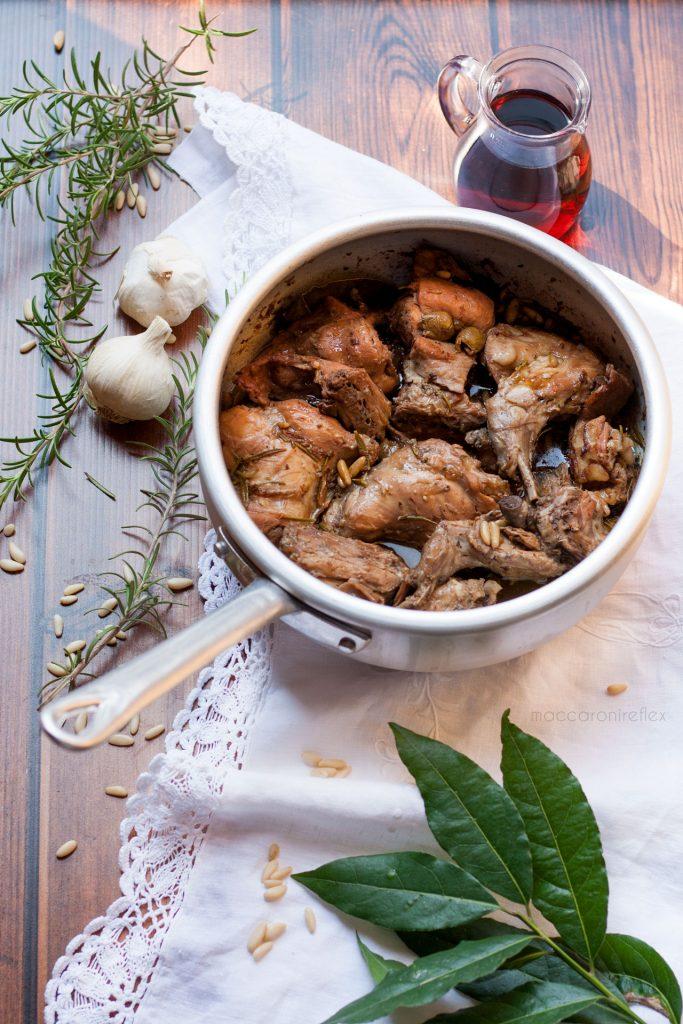 Coniglio alla ligure con olive e pinoli - motoraduno dei centauri Alessandria
