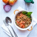 Insalata di lenticchie estiva - lenticchie con pomodorini cipolla rossa