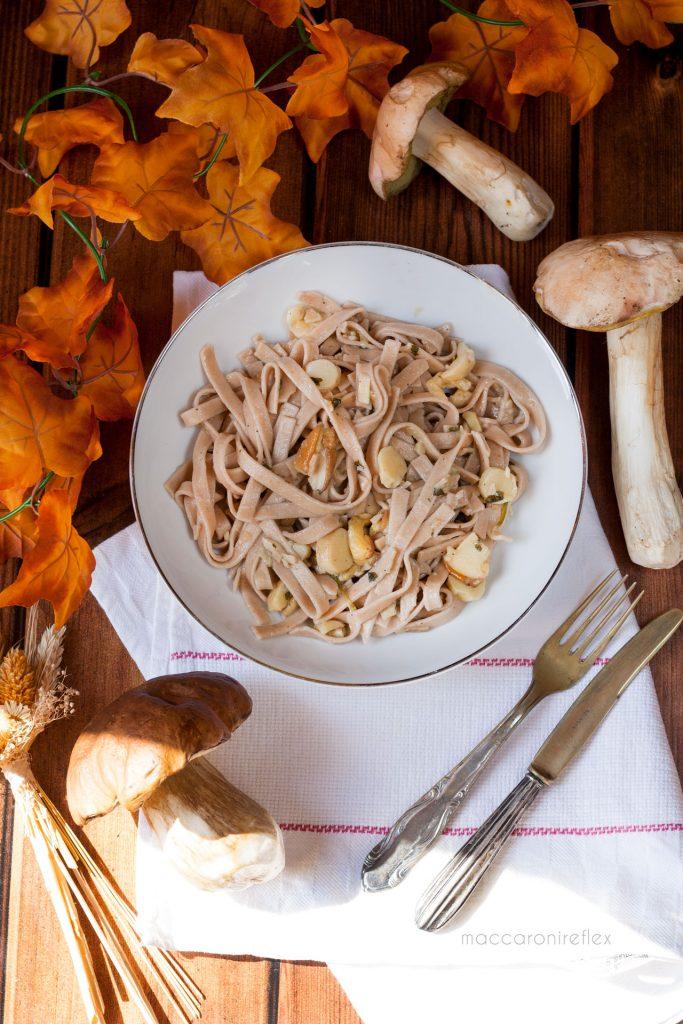 Tagliatelle ai funghi porcini freschi con tagliatelle di castagne