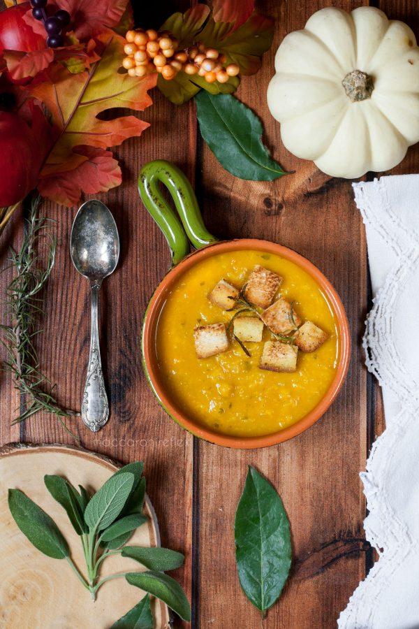 Zuppa di zucca patate verza e ceci
