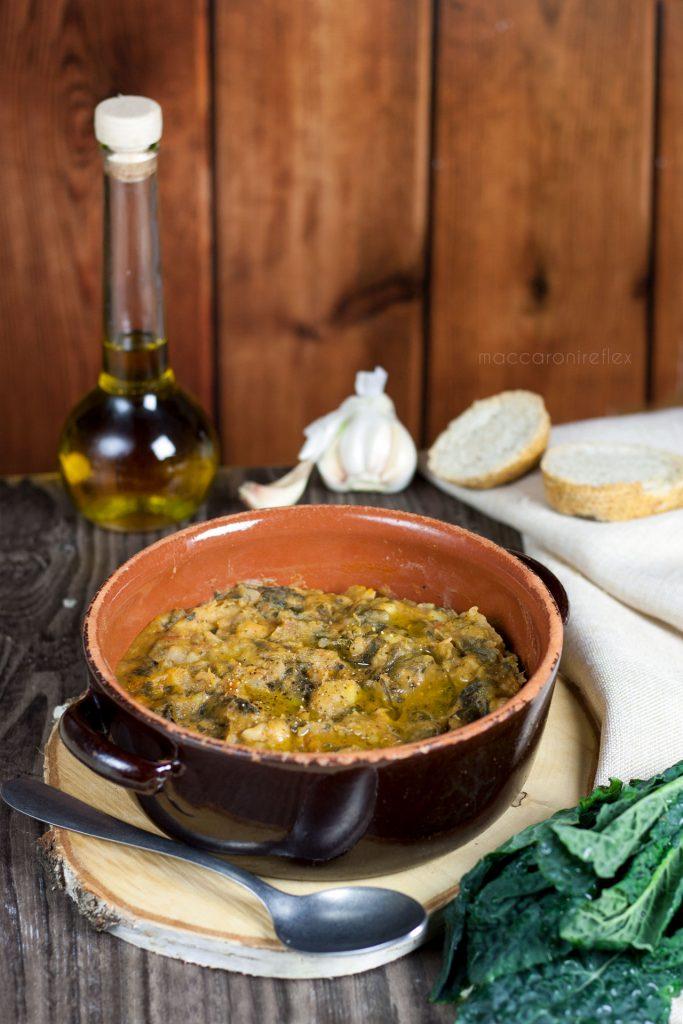 Ribollita, zuppa toscana con cavolo nero e pane