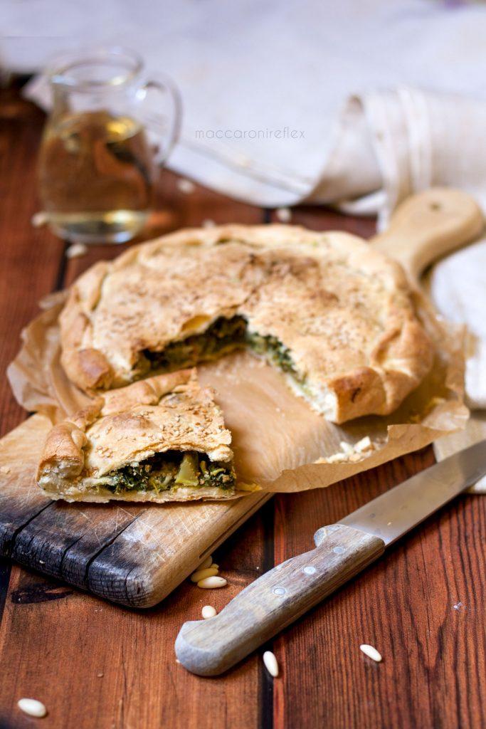 Torta salata con pasta matta, con cime di rapa, olive e pinoli