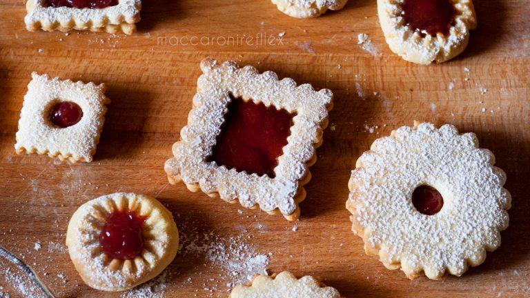 Biscotti all'olio con marmellata
