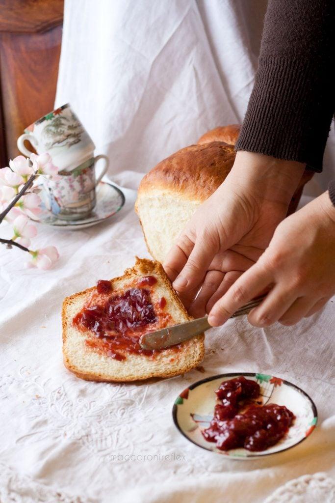 Pan brioche al latte morbido e leggero