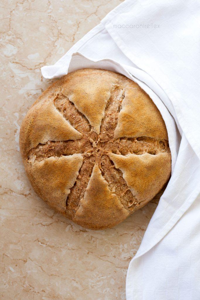 Pane con farina integrale e semola rimacinata con pre impasto