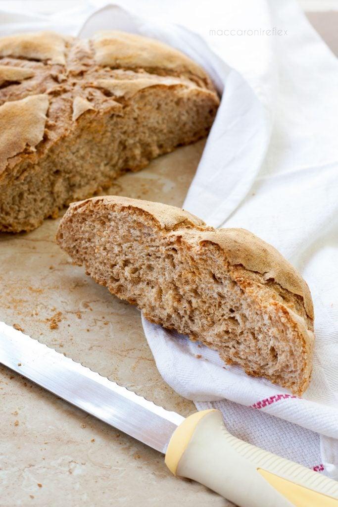 Pane con farina integrale e semola rimacinata con poolish