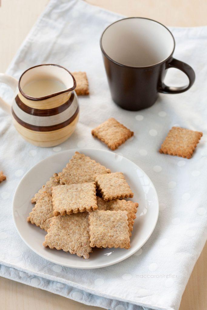 Biscotti integrali con albumi per colazione