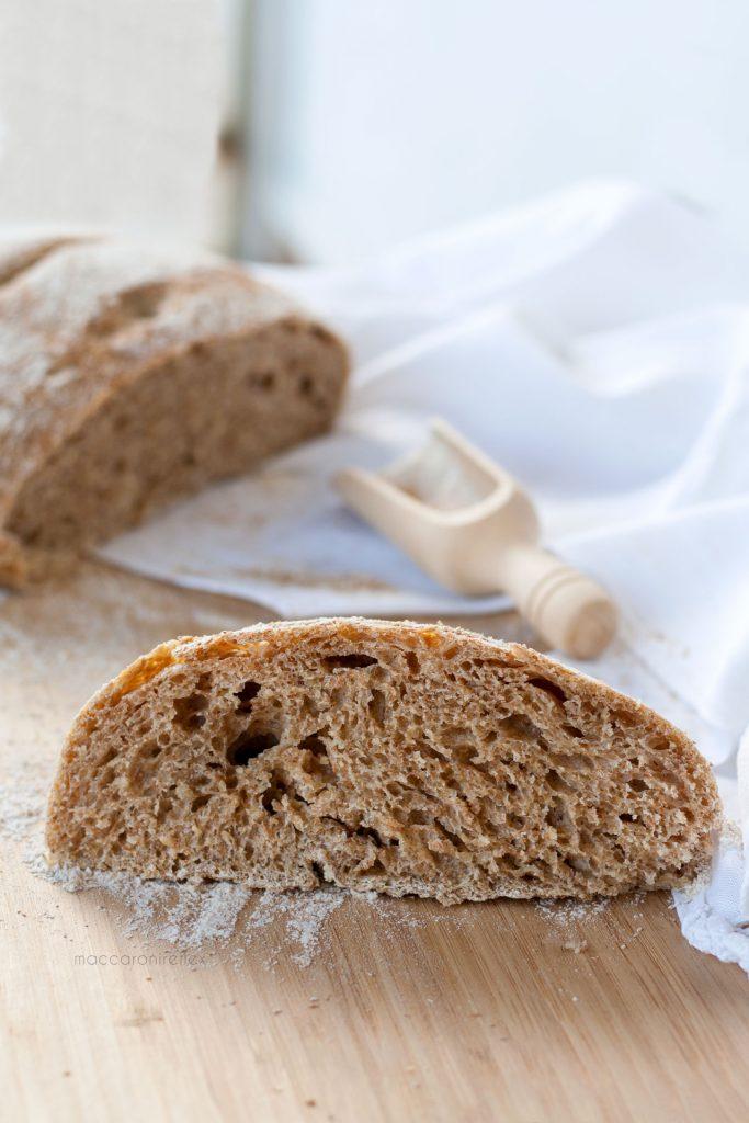 Pane integrale cotto in pentola senza impasto